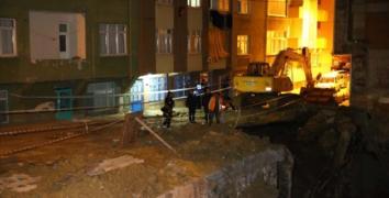 Esenler'de İnşaatın İstinat Duvarı Çöktü: 4 Bina Boşaltıldı