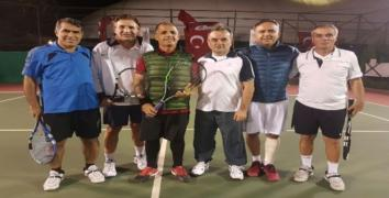 Bakırköy'de 'Cumhuriyet Kupası Tenis Turnuvası' düzenlendi