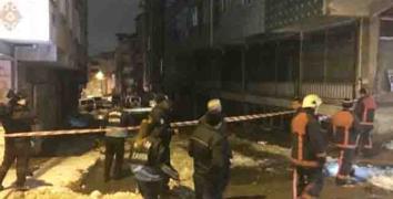 Esenler'de Yağan Kar Nedeniyle Bir Binanın Çatısı Çöktü
