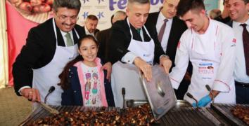 Kestane Festivali'nde iki ton kestane dağıtıldı