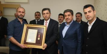 Şehit polisin Devlet Övünç madalyası kardeşine verildi