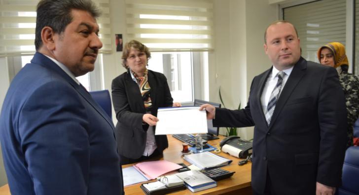 Başkan Umut Özkan mazbatasını aldı