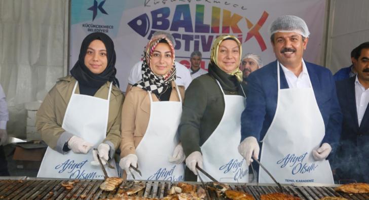 Başkan Karadeniz 15 bin kişiye balık ikram etti