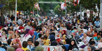 Esenler'de 20 bin kişiyle yeryüzü iftarı