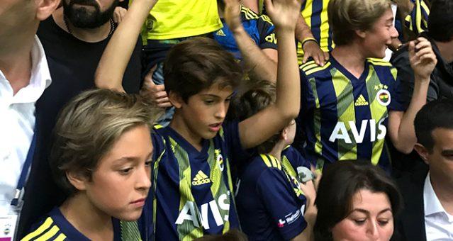 Ali Koç'un oğlu, derbiyi tribünde izledi!