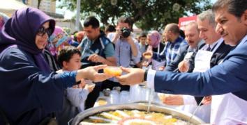 Esenler'de Göksu'dan vatandaşlara aşure ikramı