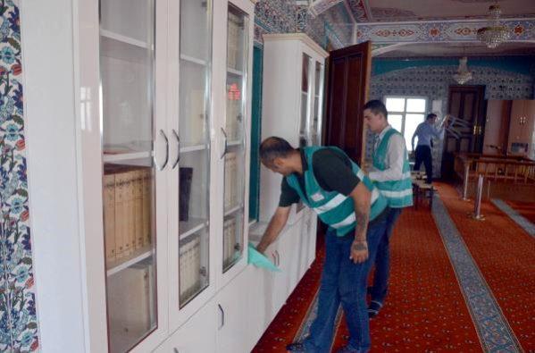 Hükümlüler, ilçedeki camileri temizledi