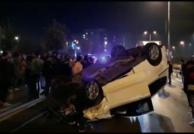 Esenler'de yarıştıkları iddia edilen iki otomobilden biri takla attı 2 yaralı