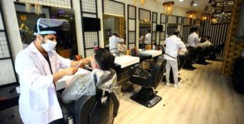 Yeniden hizmete başlayan berberler tıraş fiyatlarına yüzde 40'a varan zam yaptı