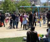 Çocuklar akın etti! Maske ve sosyal mesafe kuralı hiçe sayıldı