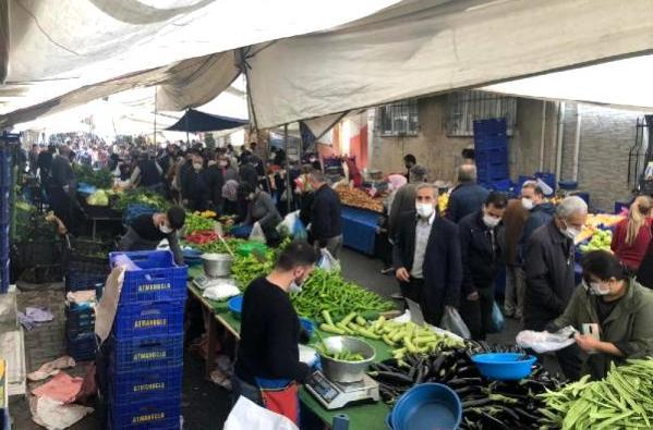 Esenler'de salı pazarında adım atacak yer kalmadı
