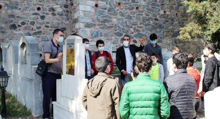 Esenler'de gençler, zaferin komutanı Halil Kut Paşa'nın kabrini ziyaret etti