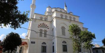 Esenler'de teneke Camii'den Cumhuriyet Tarihi'nin İlk Taş Camii'sine