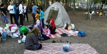 Esenler'de çadır kuranlar geceyi parklarda geçirdi