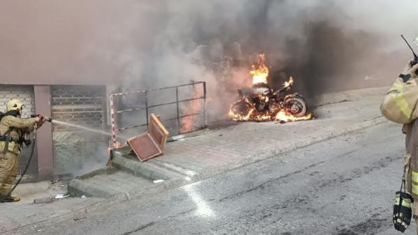 Esenler'de korkutan depo yangını
